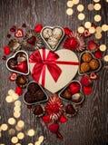 Chocolates para el día de tarjeta del día de San Valentín Foto de archivo