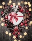 Chocolates para el día de tarjeta del día de San Valentín Imágenes de archivo libres de regalías