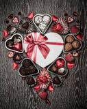 Chocolates para el día de tarjeta del día de San Valentín Fotografía de archivo libre de regalías
