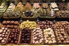 Chocolates y dulces para la venta imagen de archivo libre de regalías