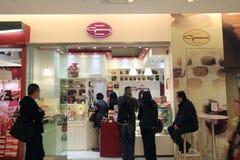 Chocolatier goossens antwerpen shoppar i Hong Kong arkivbilder