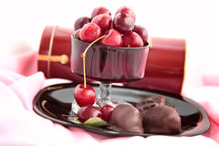 Chocolats, chocolat d'un plat noir Photos stock