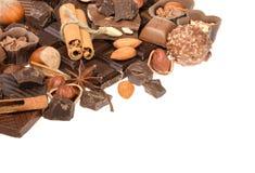 Chocolats délicieux d'isolement sur le fond blanc Photos stock