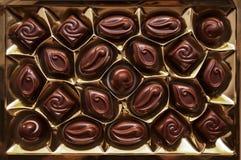 Chocolats dans la boîte Ensemble de bonbons au chocolat Groupe d'épicerie photo stock