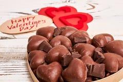 Chocolats en forme de coeur dans la boîte Photographie stock libre de droits