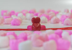 Chocolats en forme de coeur rouges Photographie stock
