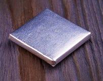 Chocolats enveloppés dans l'aluminium d'isolement sur le fond blanc Photo libre de droits