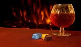 Chocolats et liqueur de luxe de coin du feu Photographie stock