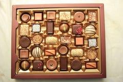 Chocolats luxueux dans la boîte Photographie stock libre de droits