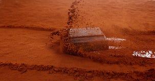 Chocolats Sliping sur la poudre noire de chocolat clips vidéos