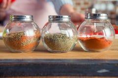 Chocs en verre avec des épices Photos libres de droits
