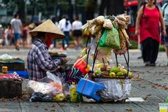 Chodniczka ulicznego sprzedawcy Ho Chi Minh miasto zdjęcia royalty free
