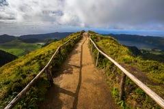 Chodząca ścieżka Prowadzi widok na Siedem miastach Jeziornych Zdjęcie Stock