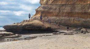 Chodząca czerni plaża obrazy stock
