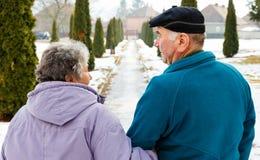 Chodząca starszej osoby para obrazy royalty free