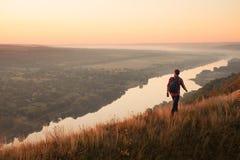 Chodzący podróżnik na naturze Fotografia Stock