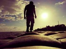 Chodzący samotny obrazy royalty free