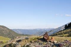 Chodzący buty Odpoczywa Przed Mountain View Obrazy Royalty Free
