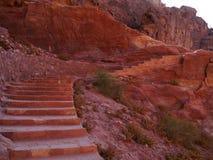 Chodzący w Petra, Jordania Zdjęcia Royalty Free