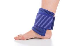 Chłodzący i bandażuje stopę Fotografia Stock