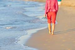 Chodzić na plaży Zdjęcia Stock