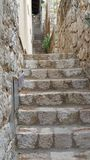Chodzić w górę ściany w starym miasteczku fotografia royalty free