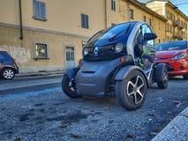 Chodzić wokoło Renault Twizy zdjęcie royalty free