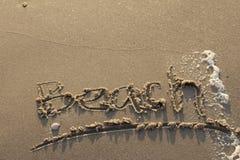 Chodzi na świeżej plaży blisko morza obraz stock