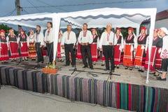 Choeur folklorique rural aux jeux de Nestinar dans le village de Bulgari, Bulgarie Images libres de droits