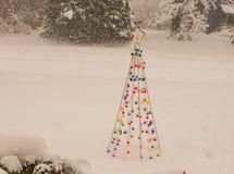 Choinek światła w śniegu zdjęcie stock