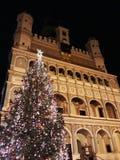 Choinka i fasada Renesansowy urzędu miasta budynek w wieczór Zdjęcia Stock