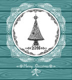 Choinka w okręgu w Doodle stylu z koronką na błękitnym drewnianym tle Obraz Stock