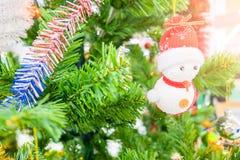 Choinka wakacyjny wystrój, zbliżenie dekorująca choinka dla tła Obraz Stock