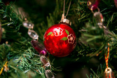 Choinki dekoraci czerwieni piłka Zdjęcia Stock