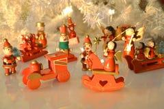Choinki dekoracja z wodden ornamenty   Fotografia Stock