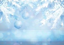 Choinki gałąź i szklane piłki na błękitny Zdjęcia Royalty Free