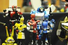 Choisi centre du nombre d'actions de caractère fictif de la série télévisée américaine Power Rangers d'enfants images libres de droits