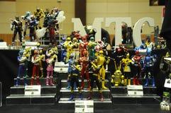 Choisi centre du nombre d'actions de caractère fictif de la série télévisée américaine Power Rangers d'enfants photo stock
