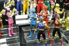 Choisi centre du nombre d'actions de caractère fictif de la série télévisée américaine Power Rangers d'enfants photo libre de droits
