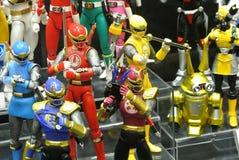 Choisi centre du nombre d'actions de caractère fictif de la série télévisée américaine Power Rangers d'enfants image libre de droits