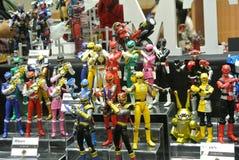 Choisi centre du nombre d'actions de caractère fictif de la série télévisée américaine Power Rangers d'enfants photos stock