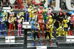 Choisi centre du nombre d'actions de caractère fictif de la série télévisée américaine Power Rangers d'enfants photos libres de droits