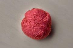 Choisissez la boule rose du fil Image stock