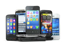 Choisissez le téléphone portable. Pile de nouveaux téléphones portables. Images libres de droits