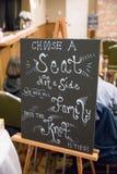 Choisissez Seat pas un signe latéral de tableau photographie stock libre de droits