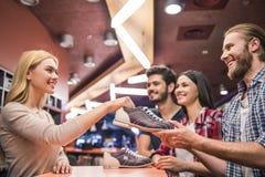 Choix des chaussures de bowling Image libre de droits