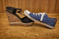 Choix des chaussures - espadrilles ou sandales Image libre de droits