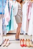 Choix des vêtements et des chaussures images libres de droits