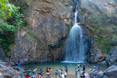 Chokkradin vattenfall i Kanchanaburi Arkivfoton