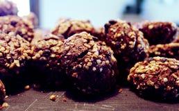 Choklad bakade kakor med det tokiga bagerit Arkivfoto